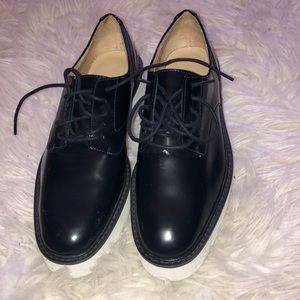 NEVER WORN patent lace up oxfords